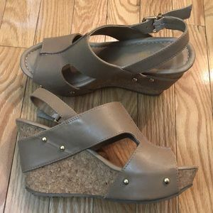 KENNETH COLE tan wedge sandals size 7
